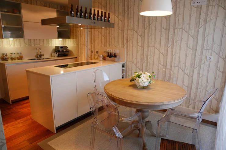 Decoración interior de duplex acogedor, Sube Susaeta Interiorismo – Sube Contract: Comedores de estilo  de Sube Susaeta Interiorismo