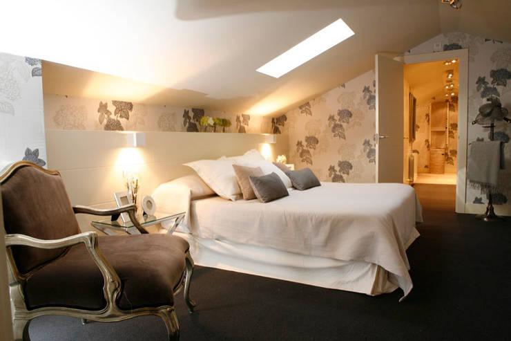Decoración interior de duplex acogedor, Sube Susaeta Interiorismo – Sube Contract: Dormitorios de estilo  de Sube Susaeta Interiorismo