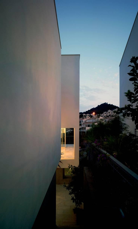 Back Façade: Casas de estilo  de DeVillarCHacon