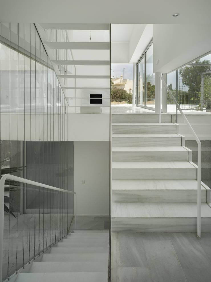 Interior: Pasillos y vestíbulos de estilo  de DeVillarCHacon