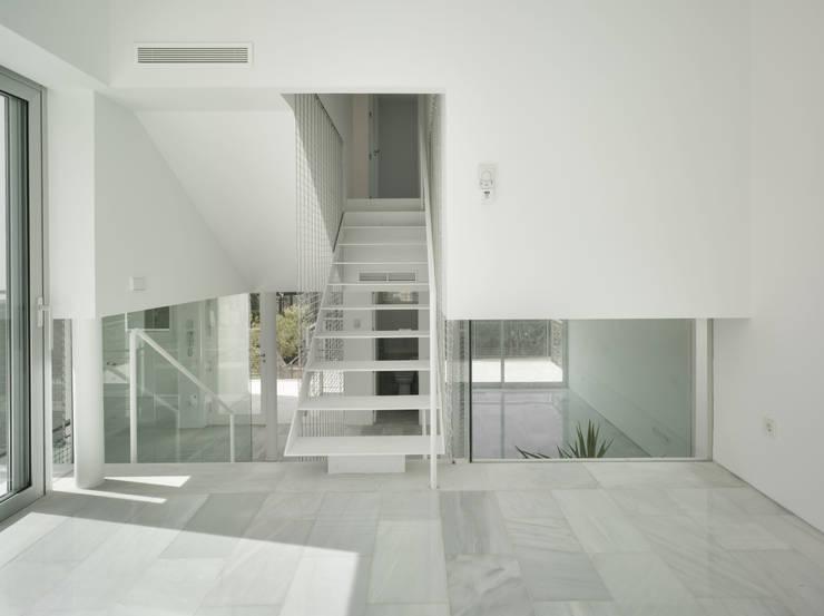 Interior: Salones de estilo  de DeVillarCHacon
