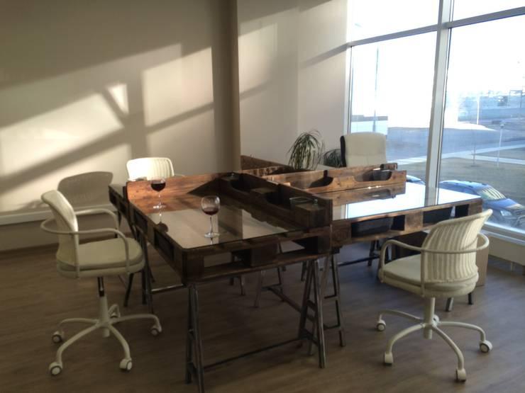Офисный стол из паллет (поддонов) : Офисные помещения и магазины в . Автор – WoodMorning!_pallet joinery