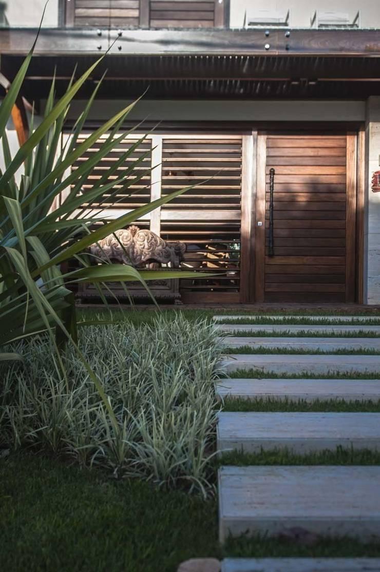 Projeto Online em Natal: Jardins  por Roncato Paisagismo e Comércio de Plantas Ltda
