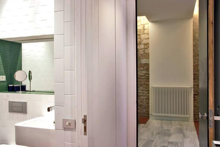 Casa Julia: Baños de estilo  de bellafilarquitectes