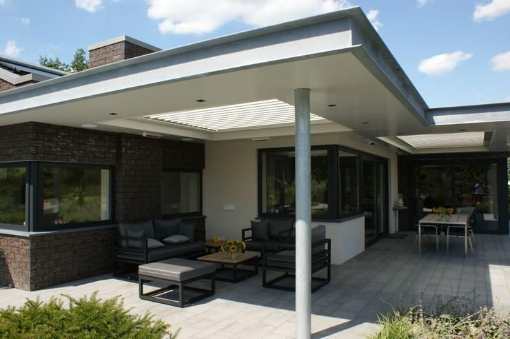 Stienestraat: moderne Tuin door Harold Laenen Architectuur