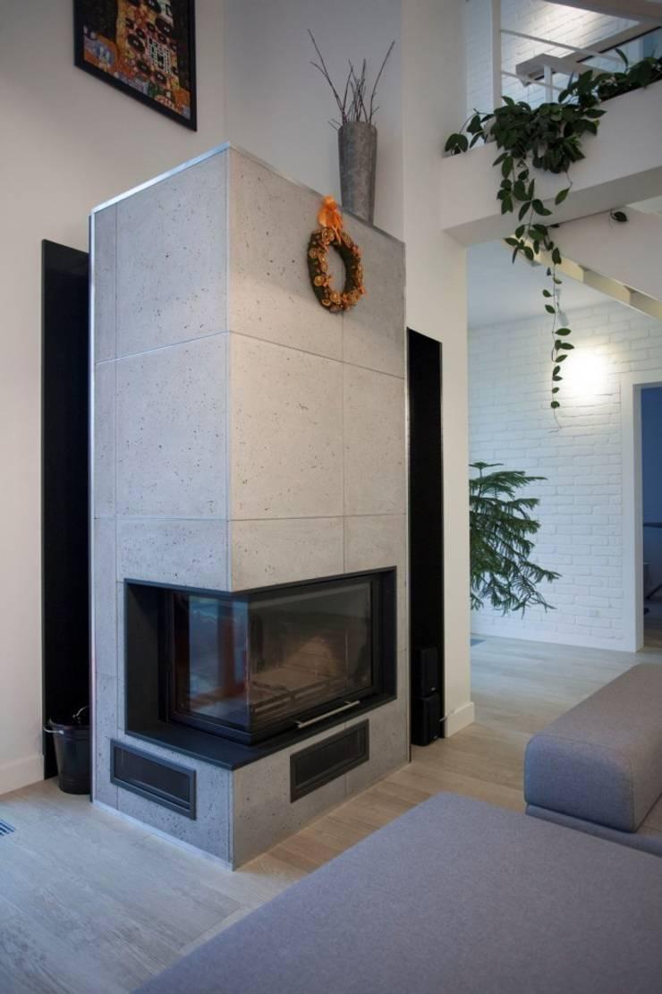 DOM JEDNORODZINNY: styl , w kategorii Salon zaprojektowany przez Kunkiewicz Architekci