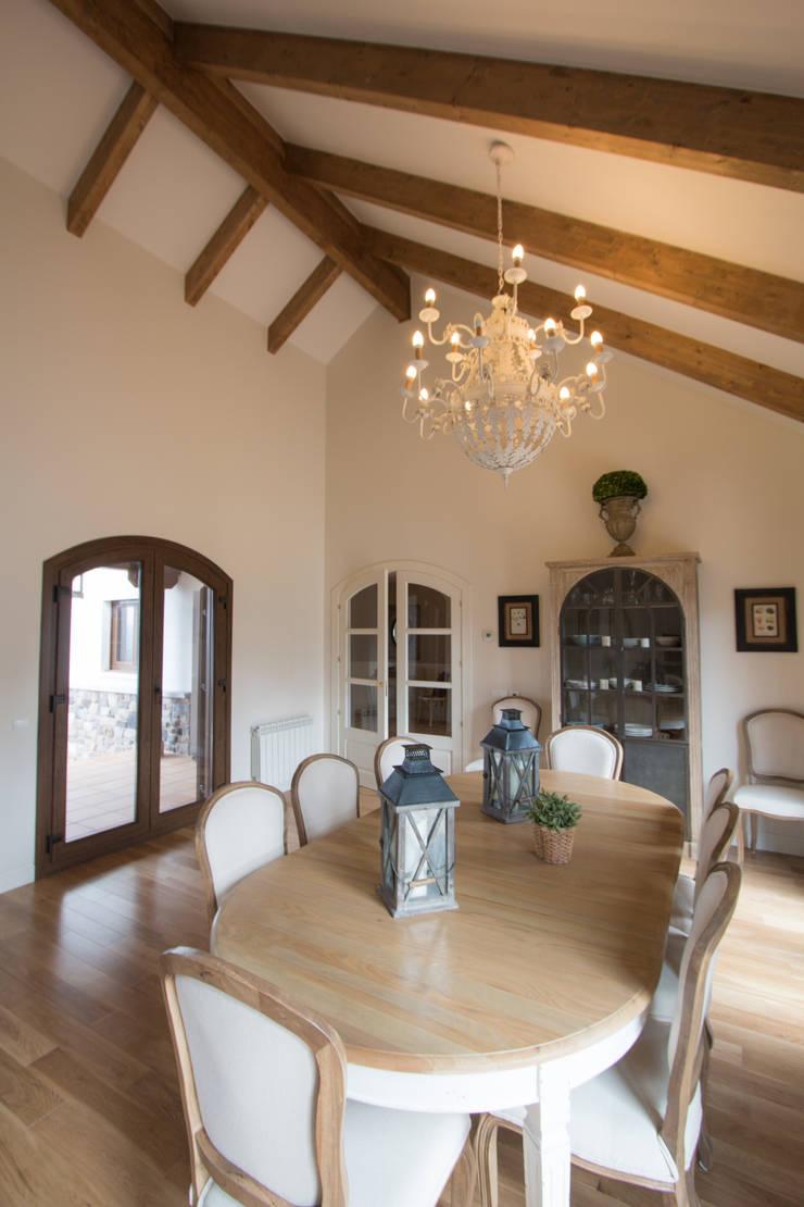 Comedor en salón: Comedores de estilo  de Canexel
