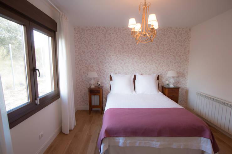 Dormitorio de invitados: Baños de estilo  de Canexel