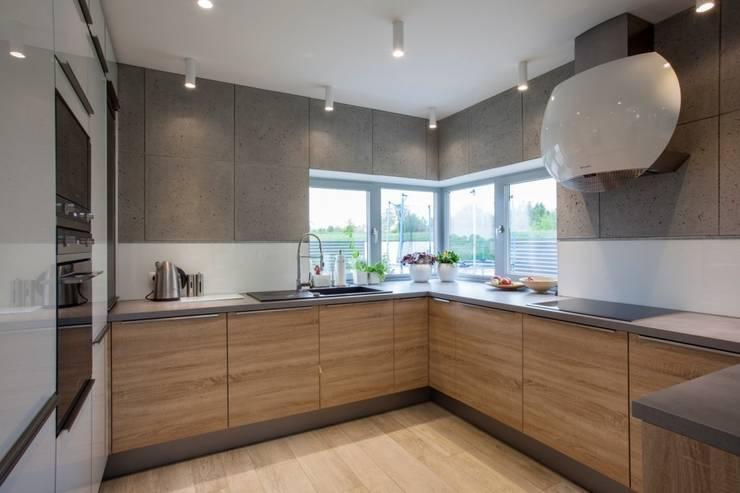 DOM JEDNORODZINNY: styl , w kategorii Kuchnia zaprojektowany przez Kunkiewicz Architekci
