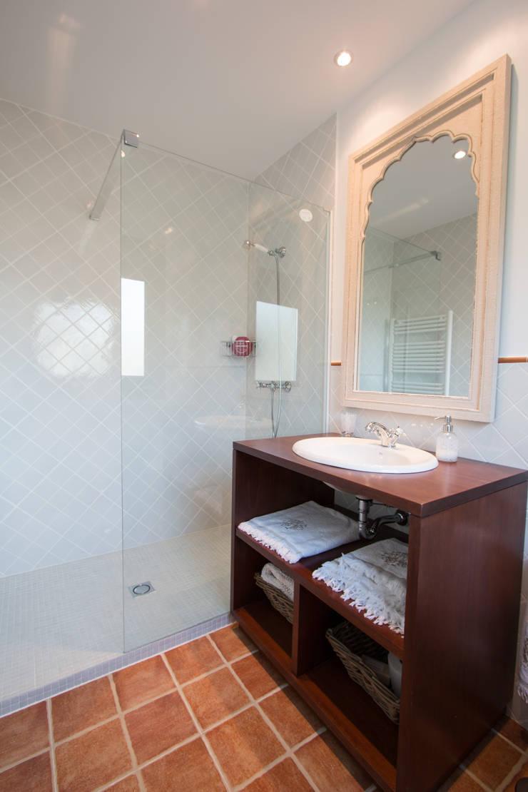 Baño invitados: Baños de estilo  de Canexel