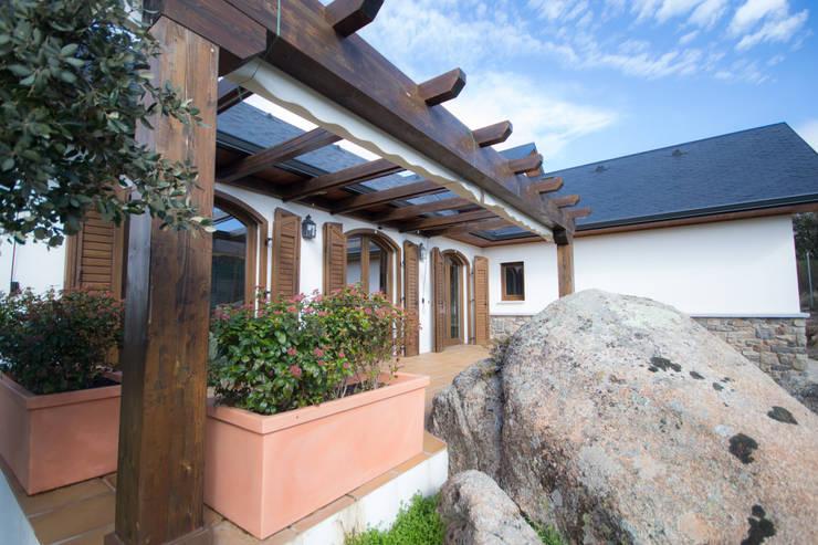 Jardines de estilo clásico por Canexel