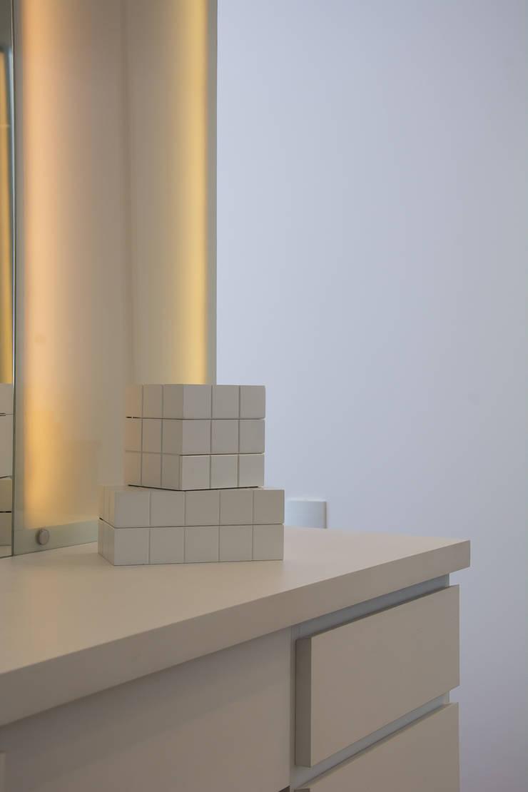 Dressing room by Bibiana Menegaz - Arquitetura de Atmosfera,