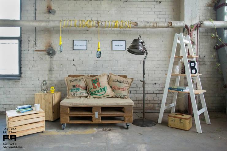 Zainspiruj się... LOFT: styl , w kategorii Salon zaprojektowany przez Fabryka Palet