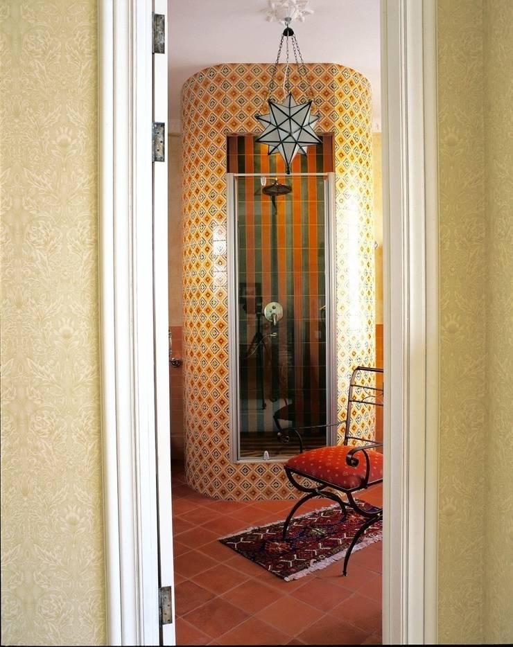 Французская колония: Ванные комнаты в . Автор – ANIMA,