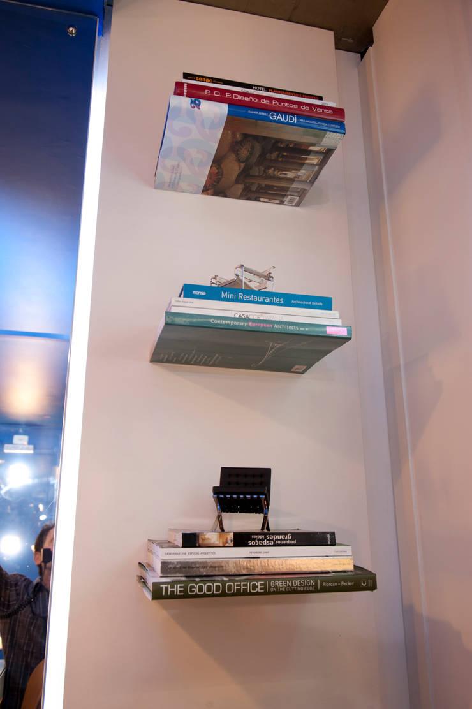 Pocket Office: Escritório e loja  por Espaço do Traço arquitetura
