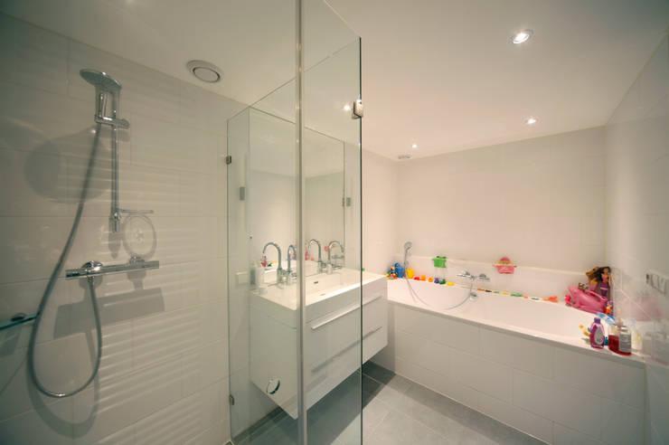 Baños de estilo moderno de Studio evo Moderno