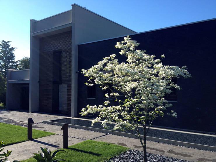 foto esterni : Giardino in stile in stile Minimalista di ESTERNIDAUTORE