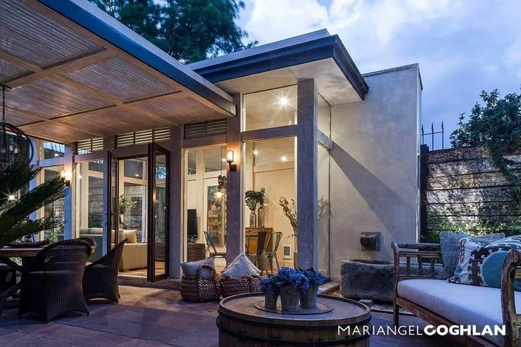 Terraza: Casas de estilo  por MARIANGEL COGHLAN