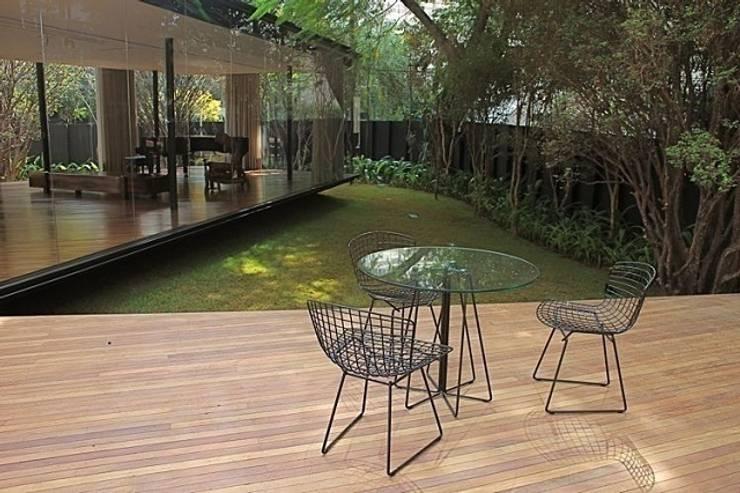 Casa Jacarezinho: Jardins  por André Paoliello Paisagistas Associados
