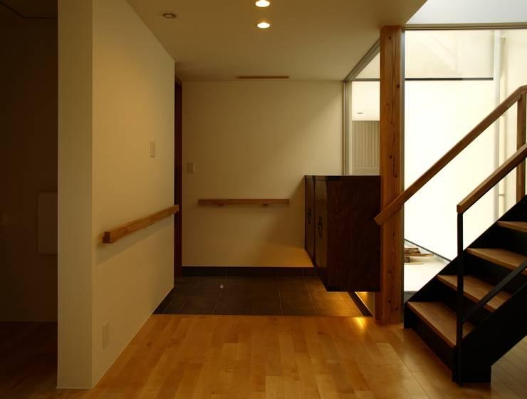 T2-house: SO-DESIGN建築設計室が手掛けた廊下 & 玄関です。