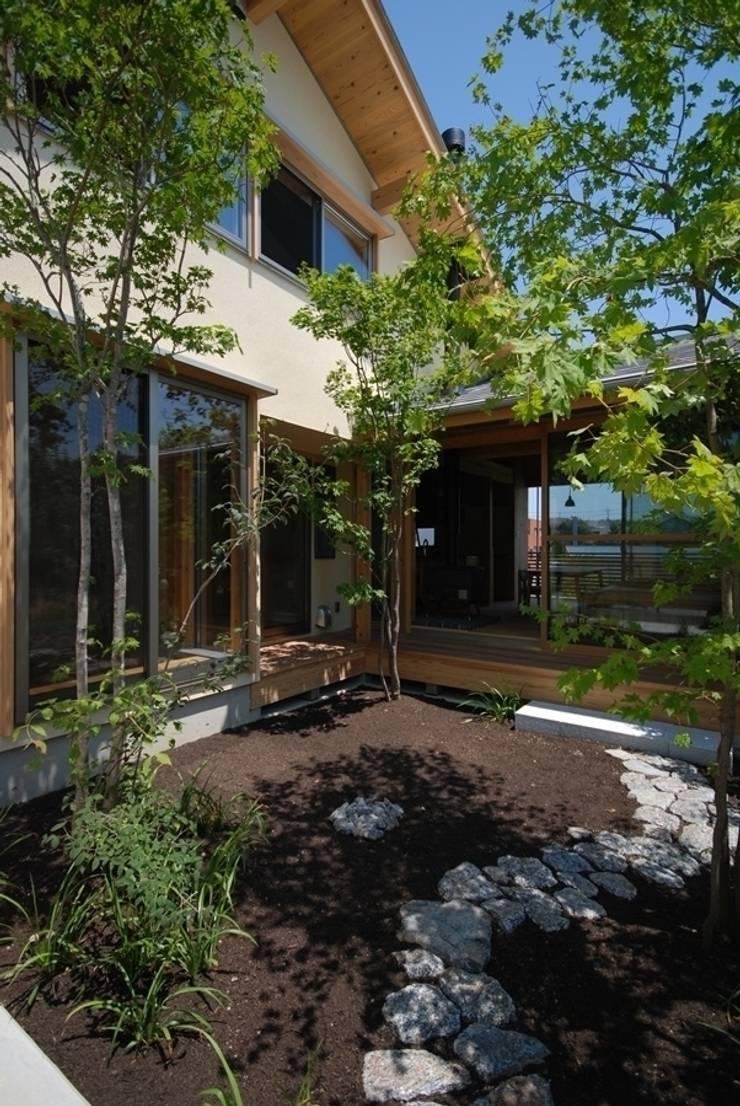 留木の家: 神谷建築スタジオが手掛けた庭です。