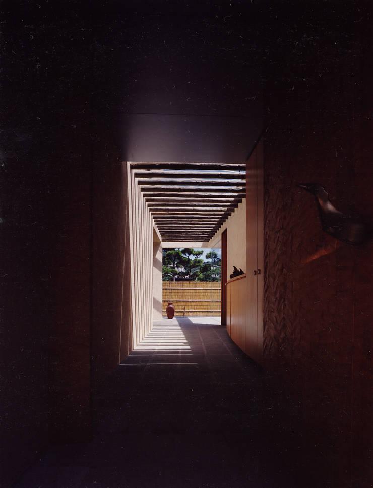 .: 杉原建築デザイン事務所が手掛けた廊下 & 玄関です。,モダン