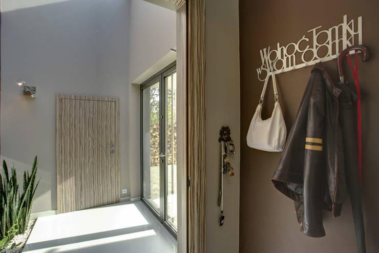 widok przedsionka : styl , w kategorii Korytarz, przedpokój zaprojektowany przez Anna Kukawska - Architekt