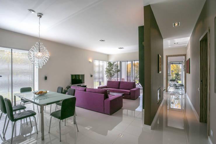 widok od strony wejścia na salon: styl , w kategorii Salon zaprojektowany przez Anna Kukawska - Architekt