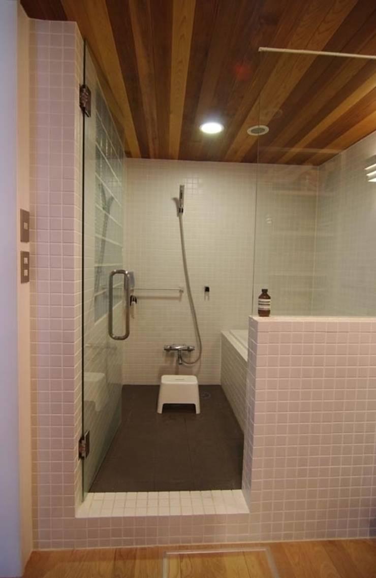 中古マンションのスケルトンリフォーム(東京 足立): Style is Still Living ,inc.が手掛けた浴室です。