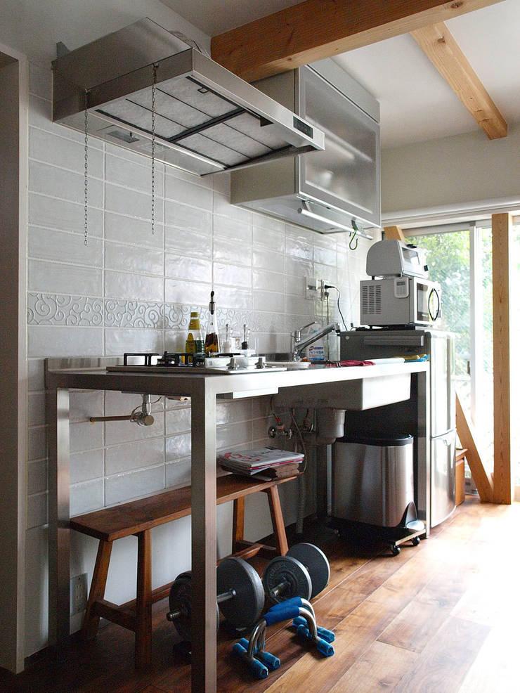 【LWH002】ダイニングキッチン: 志田建築設計事務所が手掛けたキッチンです。,インダストリアル