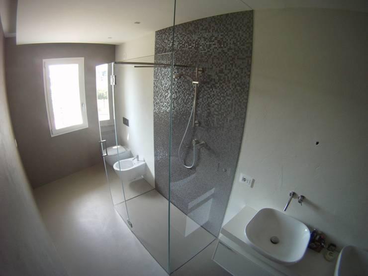 Piatto box doccia by SILVERPLAT: Bagno in stile  di SILVERPLAT
