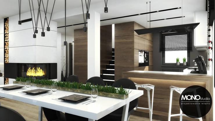 Moderne Esszimmer von MONOstudio Modern