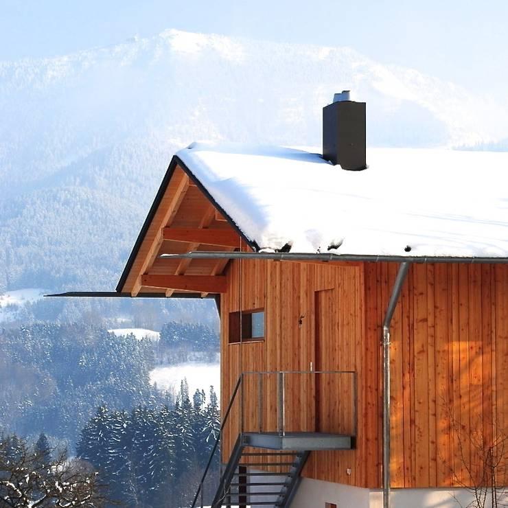 samerberg wohnhaus: moderne Häuser von krieger architekten bda