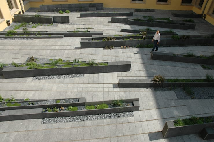 Cloître de l'Abbaye de Neumünster: Jardin de style  par Digitale Paysage