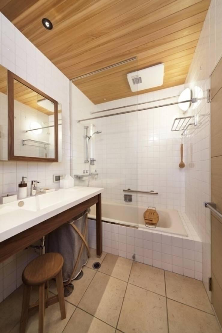 スタイル イズ スティル リビング ショールーム: Style is Still Living ,inc.が手掛けた浴室です。