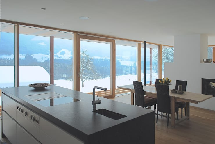 samerberg wohnhaus: moderne Küche von krieger architekten bda