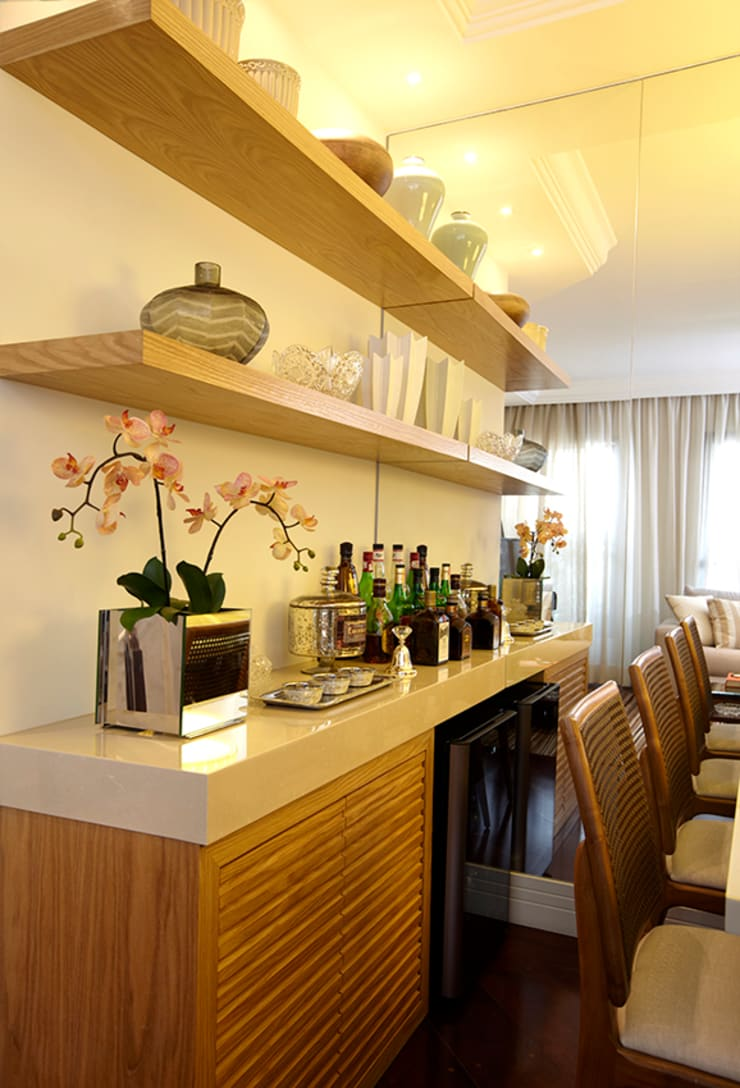 SALA DE JANTAR - DETALHE MARCENARIA: Sala de jantar  por JULIANA MUCHON ARQUITETURA E INTERIORES,