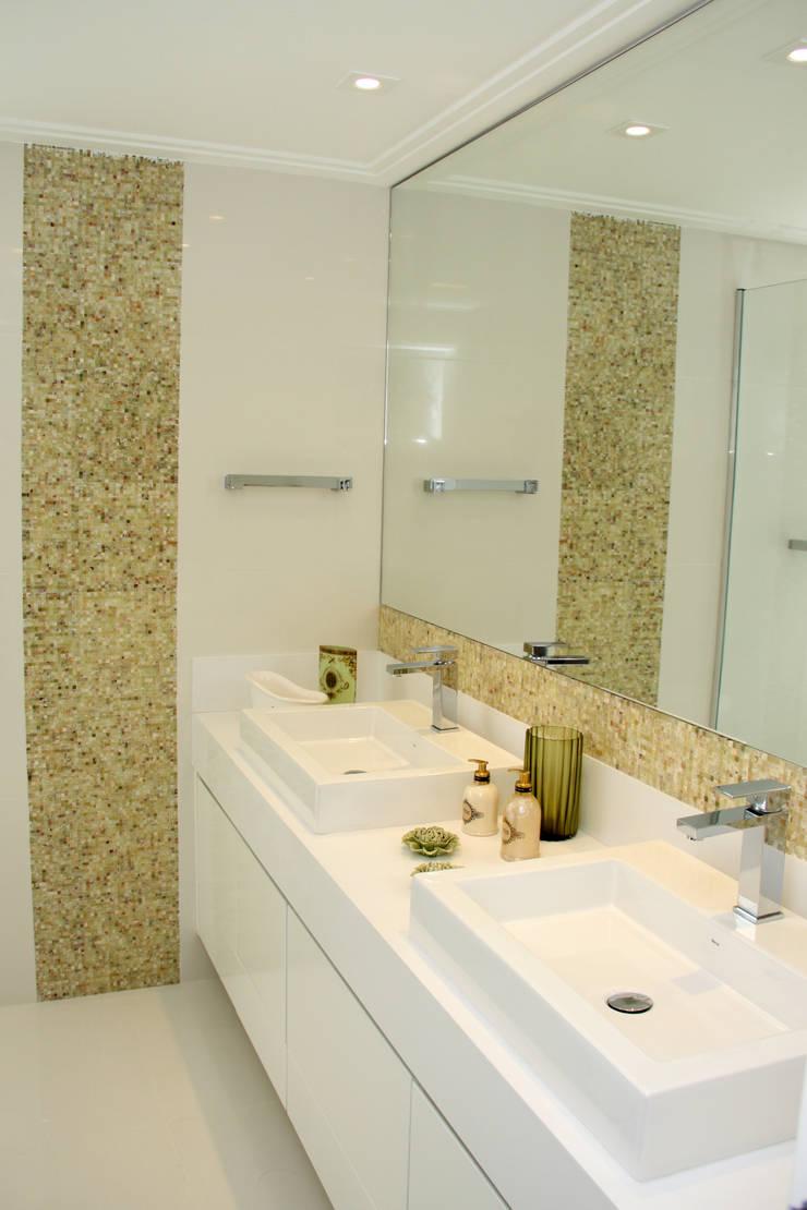 banheiro: Baños de estilo  por 2d arquitetura decoração e design