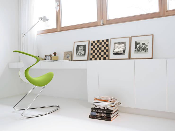 oyo in kiwi im Schlafzimmer: klassische Schlafzimmer von aeris GmbH
