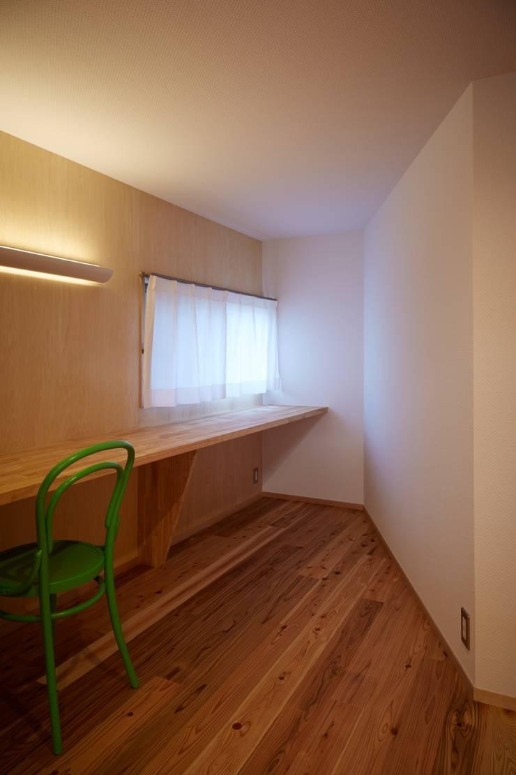 作業スペース: studio junaが手掛けた書斎です。