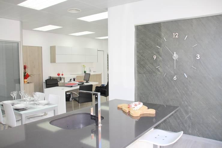 Nuestra exposicion: Oficinas y Tiendas de estilo  de Toni Moya Disseny i reformes d´interios