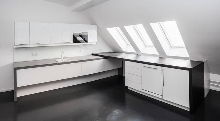 Küche SchwarzWeiß 02:  Küche von Tischler Benjamin Scherz
