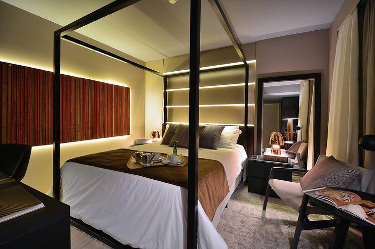 Apartamento Luxo Design Laghetto: Quartos  por Bibiana Menegaz - Arquitetura de Atmosfera