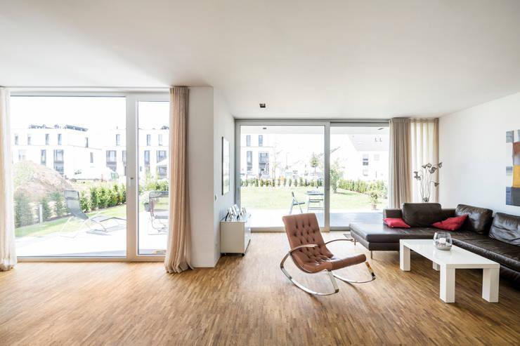 Corneille Uedingslohmann Architekten:  tarz Oturma Odası