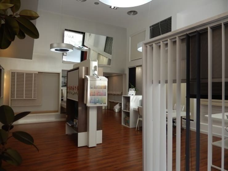 Gradulux Madrid: Oficinas y Tiendas de estilo  de Luxaflex Concept Store