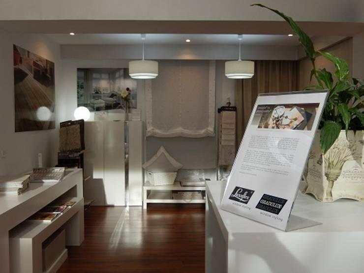 Gradulux Las Rozas: Oficinas y Tiendas de estilo  de Luxaflex Concept Store
