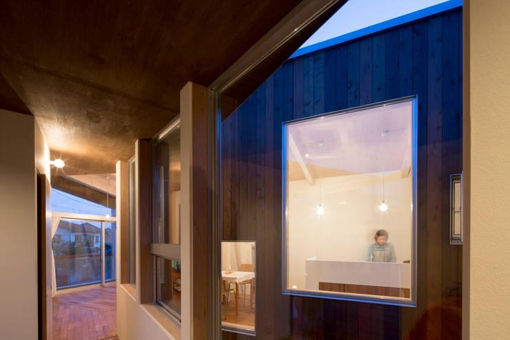 Delta house: 水野建築事務所が手掛けたキッチンです。,モダン