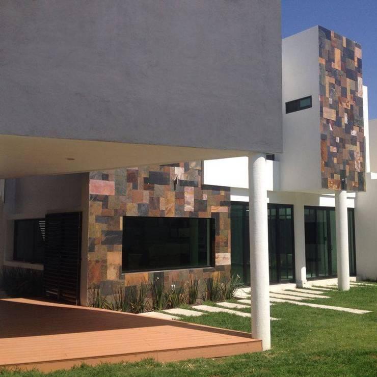 Fachada Lateral: Casas de estilo  por disain arquitectos