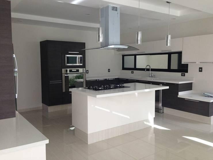 Cocina: Cocinas de estilo  por disain arquitectos