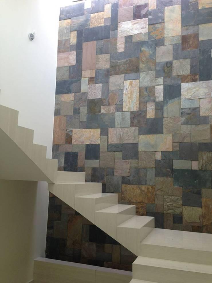 Escaleras: Pasillos y recibidores de estilo  por disain arquitectos